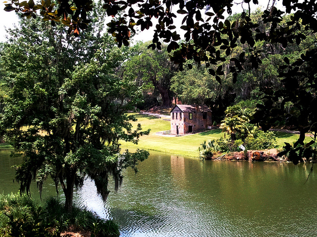 photo of the grounds of Middle Place in Charleston, SC.