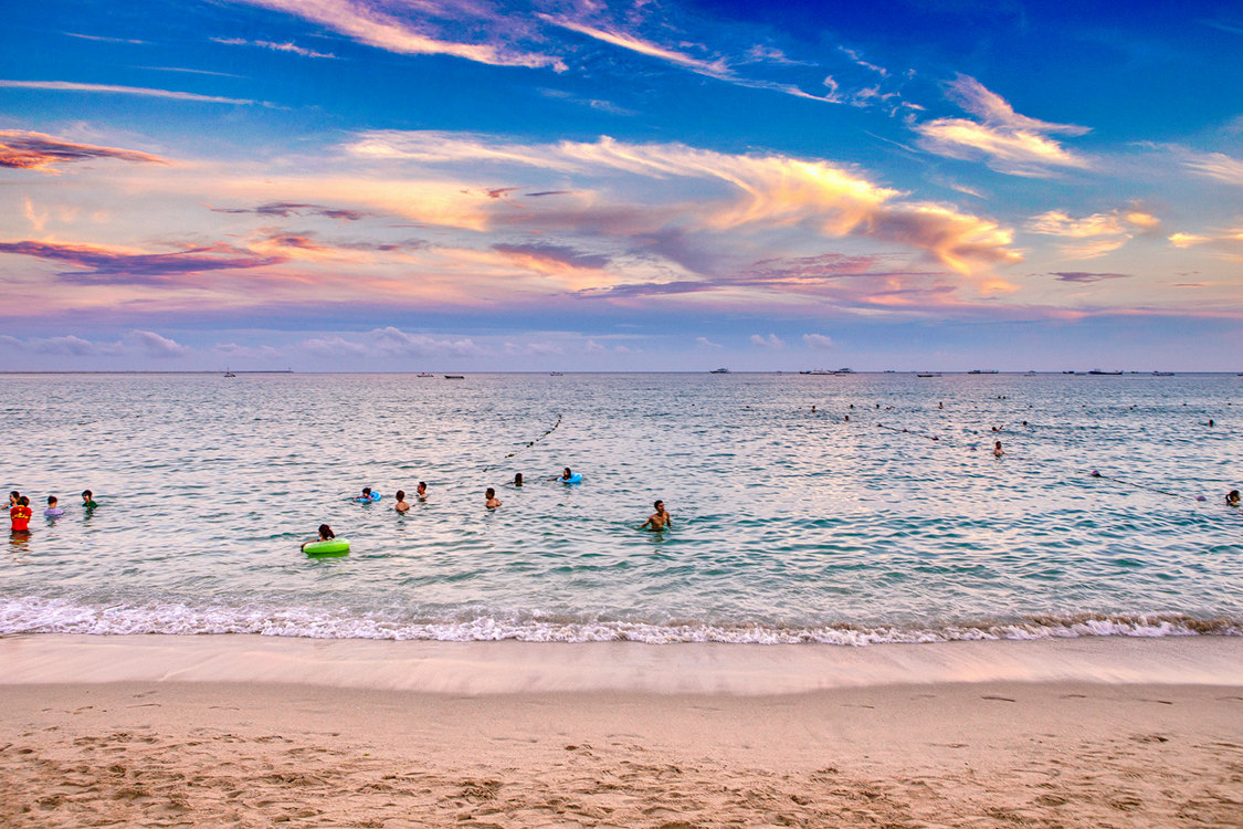 Sugary sands and pink sunsets on Hainan. Image by See-ming Lee / CC BY 2.0