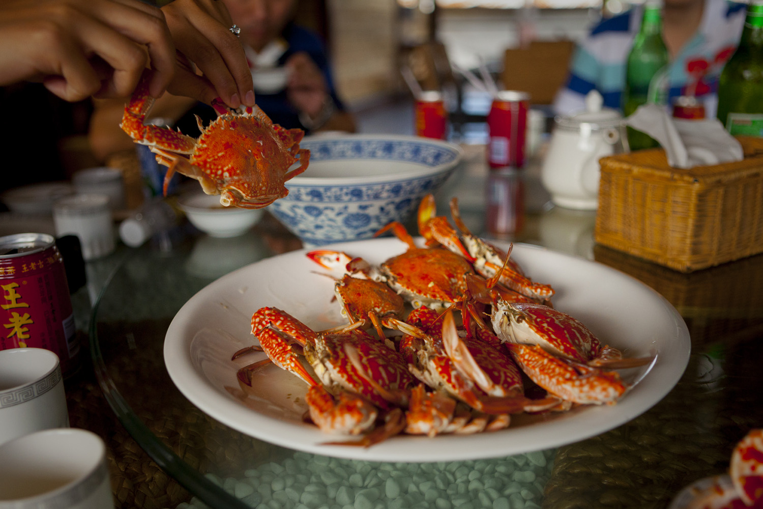 Fresh crabs at Haitang Bay Impression Seafood Restaurant. Image by Dora Whitaker / Lonely Planet