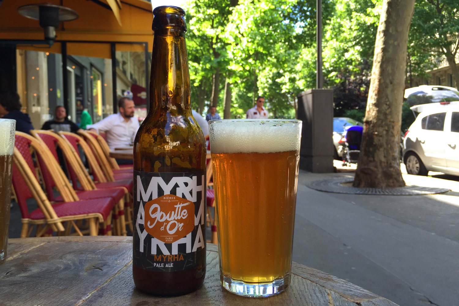 Paris brewery La Goutte d'Or's Myrha pale ale, hoppy goodness for a sunny terrace. Image by Megan Eaves / Lonely Planet