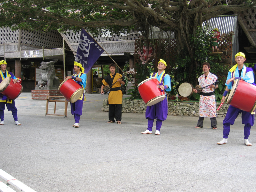 Beginning a dance at Ryukyu Mura