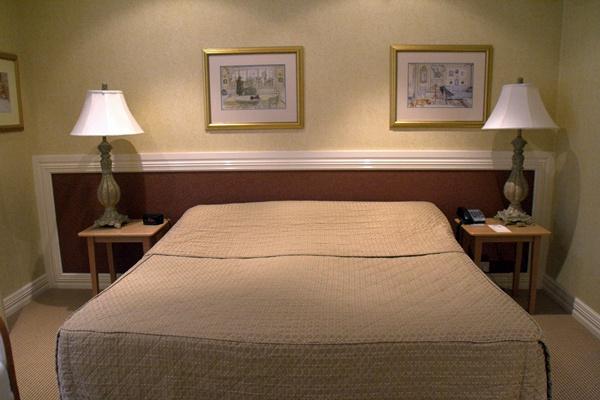 miss maud queen bed