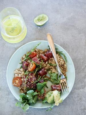 Brown rice, tuna and avocado.