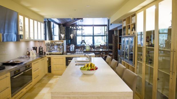 Jamala Wildlife Lodge: The Ushaka Lodge kitchen area.