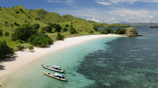 Beautiful beaches with white sand and turquoise water in the national park on Komodo Island.